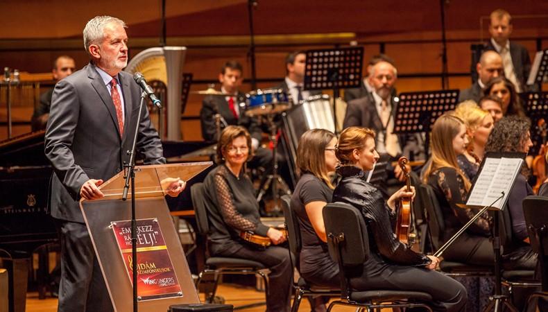 Dr. Páva Zsolt polgármester beszéde a Vidám Szimfonikusok koncert előtt