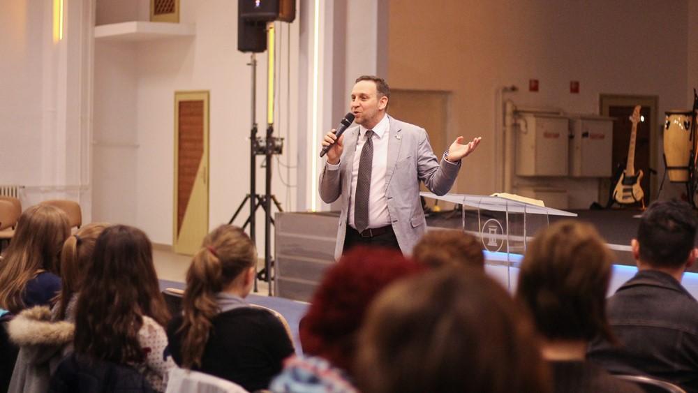 Vízkeresztség a pécsi Hit Gyülekezetében