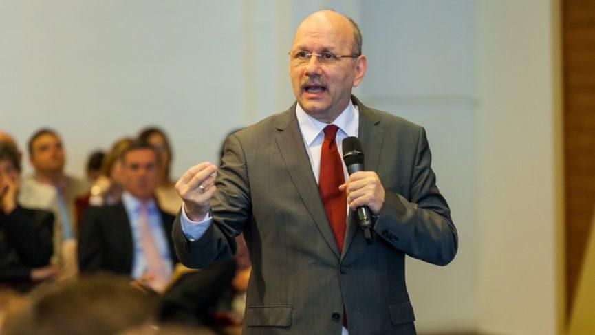 Az újjászületett ember nem önző, hanem szereti embertársait - Dr. Hack Péter