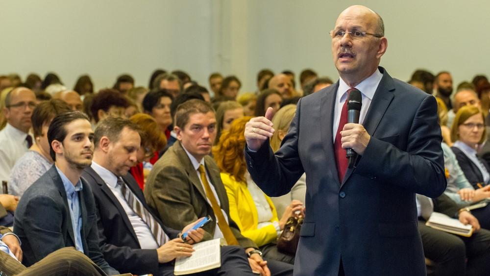 Ha egység és Istenfélelem van a gyülekezetben, csodák történnek – Dr. Hack Péter