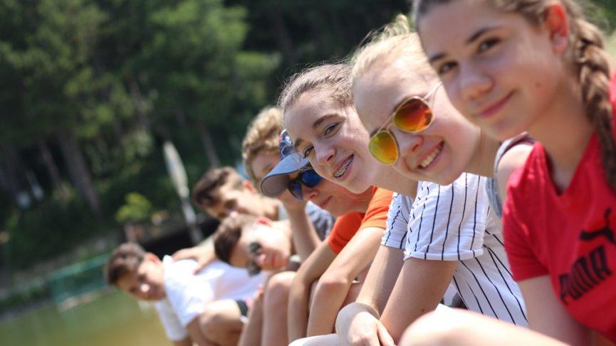 A pécsi ifjúság a Dombay-tónál indította a nyarat
