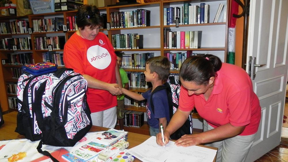 Hisz-es jótevők segítik az iskolakezdést