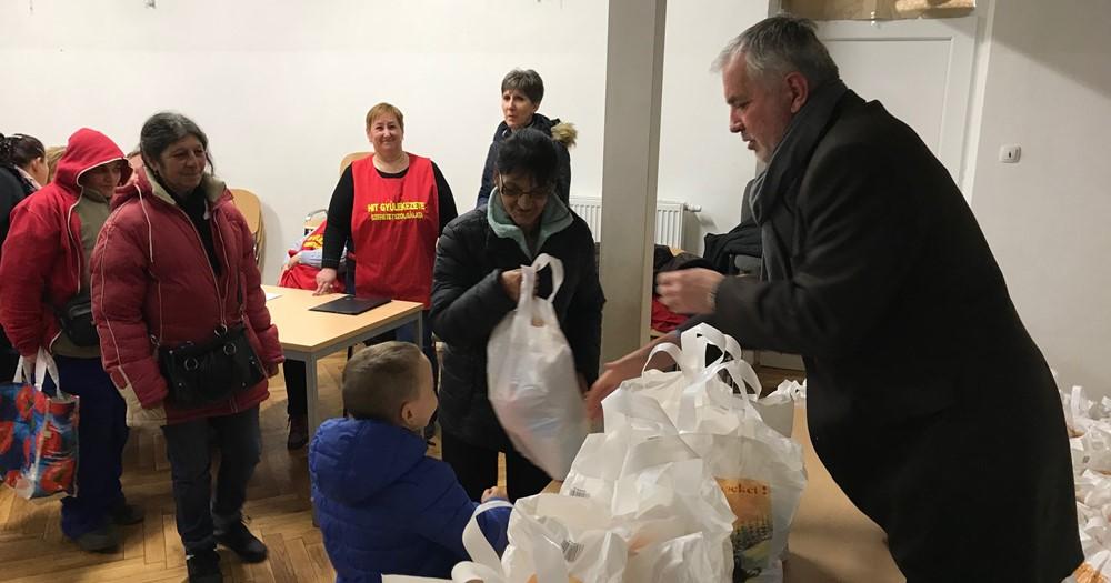 200 pécsi családnak segített a Hit Gyülekezete az ünnepek előtt
