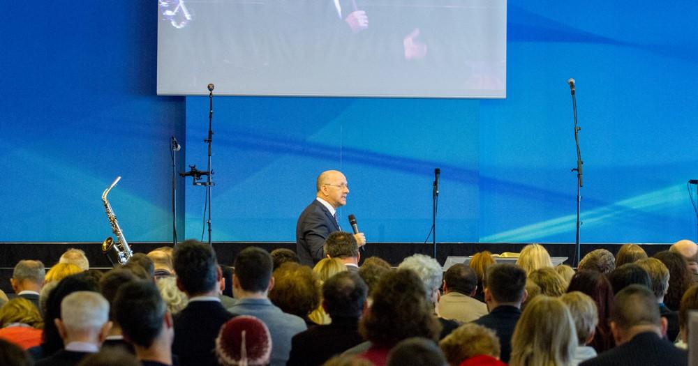 A szent Istenhez csak szentégben közeledhetünk - Dr. Hack Péter