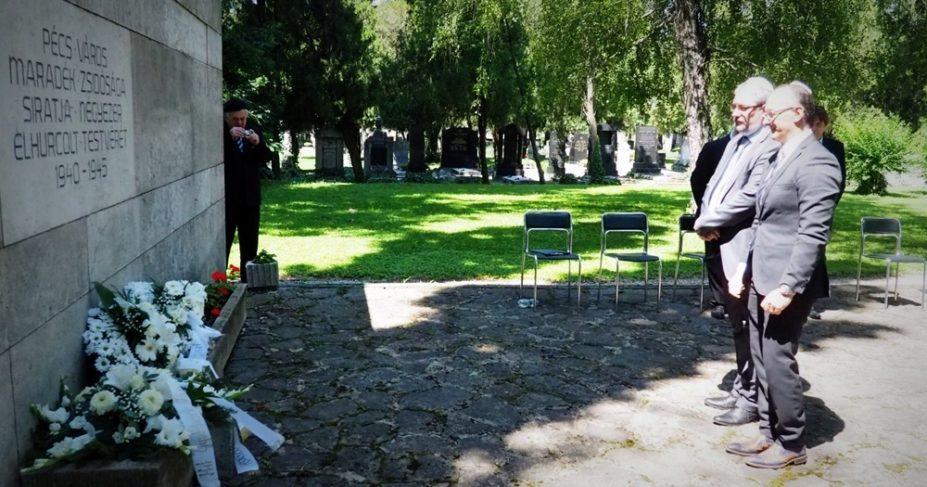 Holokauszt megemlékezés a pécsi zsidó temetőben