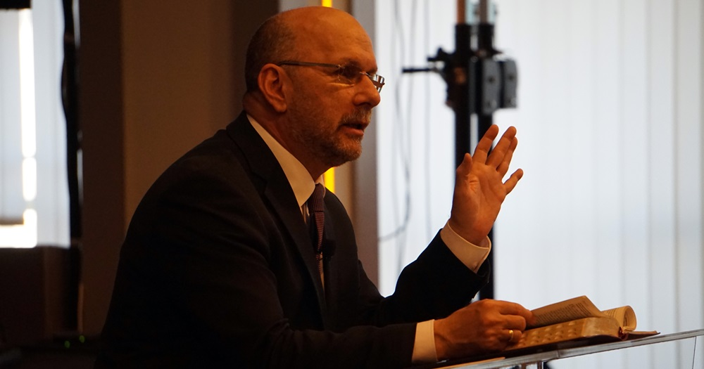 Jobb az engedelmesség az áldozatoknál - Dr. Hack Péter