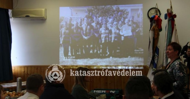 A Nemzetközi Polgári Védelmi Nap alkalmából szervezett ünnepségen tartott előadást Agyaki Mónika, a pécsi HISZ vezetője